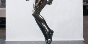 Escultura de hierro que muestra la rigidez de los músculos